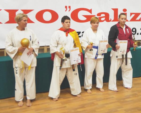 Medale dla karateków z Piaseczna