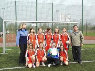 Dziewczęta ze Szkoły Podstawowej w Prażmowie mistrzyniami powiatu piaseczyńskiego w piłce nożnej
