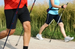 Synapsis zaprasza na międzypokoleniowy spacer Nordic Walking