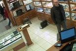 Poszukiwany podejrzany o kradzież markowych zegarków