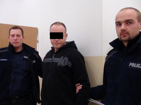Zatrzymano mężczyzn podających się za policjantów i dokonujących kontroli
