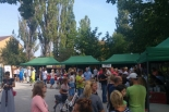 Smaczny Targ w Józefosławiu – pomysł na rodzinną niedzielę w parku przy Ogrodowej