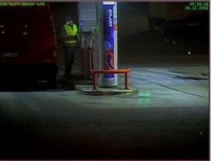 Wizerunek podejrzewanego o kradzież 1000 litrów paliwa w Tarczynie