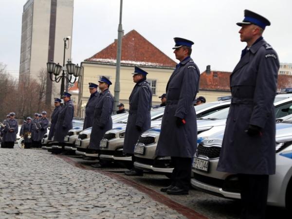 8 nowych radiowozów dla piaseczyńskich policjantów