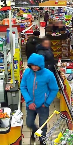 Publikujemy wizerunki osób podejrzewanych o dokonanie kradzieży w Tarczynie