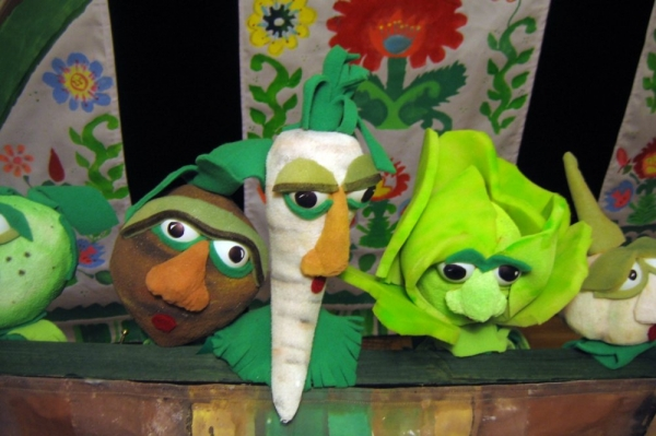 Poznajemy polskie tradycje ludowe i świat teatru razem z kukłą z wiejskiego podwórza