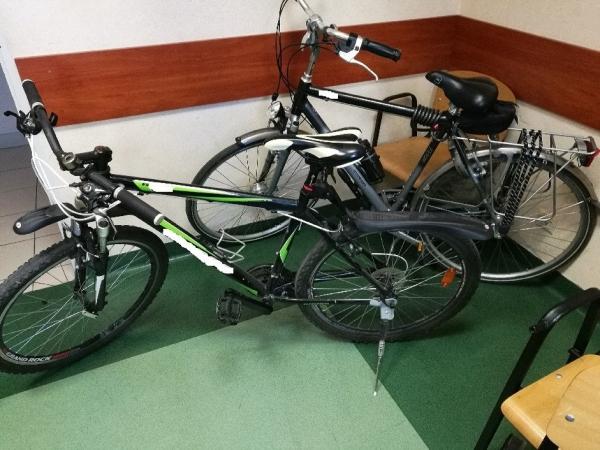 Policjant po służbie zatrzymał dwóch sprawców kradzieży rowerów