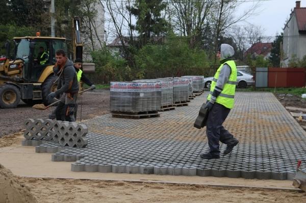 Powstają nowe parkingi w Piasecznie