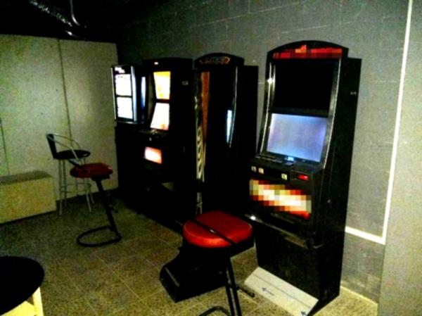 W lokalu gastronomicznym ujawniono aklohol i automaty do gry bez koncesji i zezwoleń