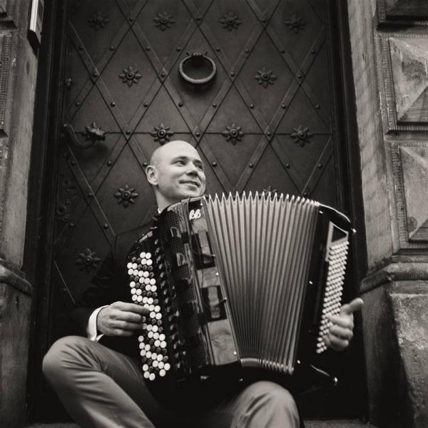 Marcin Wyrostek – Muzyka Korzeni