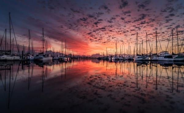 """Click & Boat, nazywany często """"Airbnb dla łodzi""""  jest już dostępny dla polskich żeglarzy"""