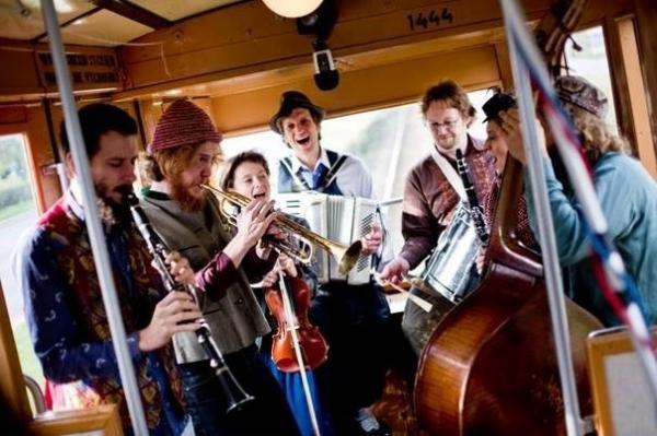Muzyka na skwerze – kapela TIMINGERIU