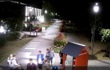 Wizerunek grupy osób podejrzewanych o dewastację w Parku Zdrojowym w Konstancinie- Jeziornej