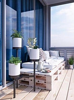 Stwórz ogród tam, gdzie go brak. Ciekawe pomysły na urządzenie balkonu w bloku