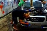 Mycie karoserii to nie wszystko. Pielęgnacja samochodu wymaga również zajęcia się poszczególnymi częściami