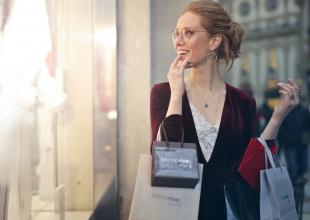 Klasyka zawsze w modzie. Jak wybrać biżuterię, by cieszyć się ponadczasowym wyglądem?