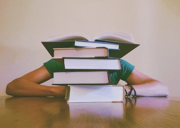 Jak się zabrać za pisanie pracy licencjackiej? Mini poradnik dla studentów!