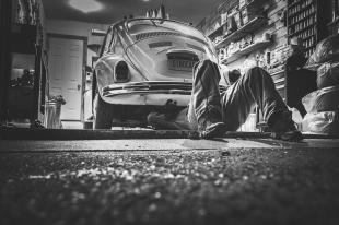 Szukasz części do starego auta? Poszukaj w specjalistycznym sklepie internetowym z branży motoryzacyjnej