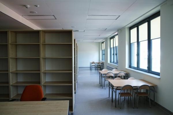 Zapełnij bibliotekę szkolną w CEM