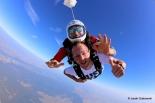 Podaruj niezapomniane przeżycia – wybierz skok spadochronowy w tandemie!