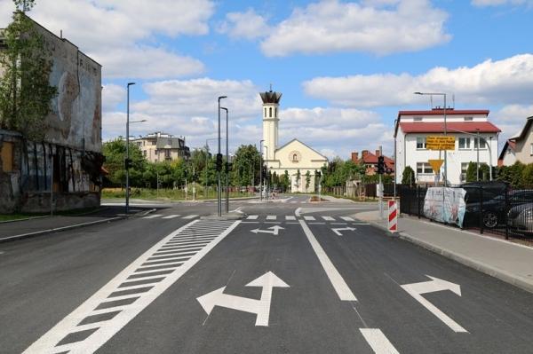 Oddanie do ruchu skrzyżowań ul. Jana Pawła II z Jarząbka oraz z Powstańców Warszawy