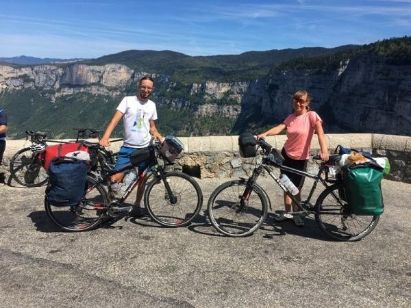 Rowerem przez Alpy i Pireneje. Jak zobaczyć dużo i wydać niewiele?