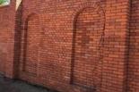 murowanie cegieł ogrodzenia