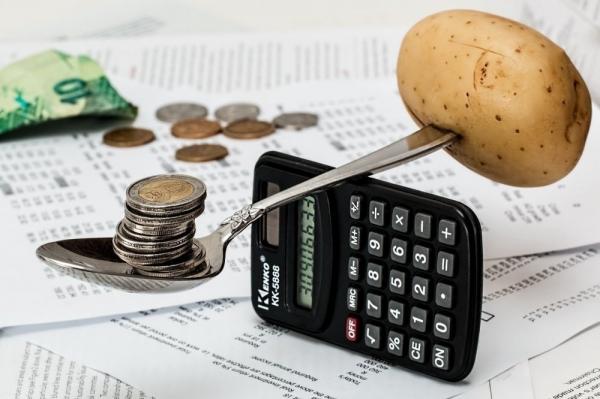 Biuro rachunkowe a księgowy na etacie. Średnie ceny w Warszawie