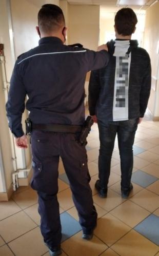 19-latek notował informacje o transakcjach skradzionym towarem