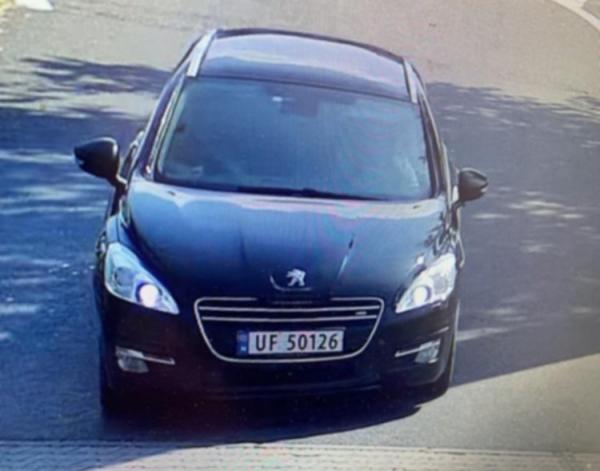 Dzielnicowy wzywa do kontaktu podróżnych z peugeota z norweską rejestracją UF50126